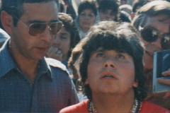Vidente-rodeado-de-fieles-12-junio-de-1988-1°